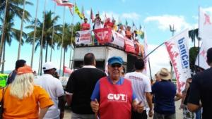 28/04/2017 - O diretor do SINTAPI-CUT, Luiz Augusto, reforça greve geral na Baixada Santista