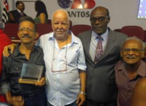 22/11/2018 - Diretor do SINTAPI Baixada, dreno de Almeida foi homenageado na OAB de Santos-SP com a placa Zumbi dos Palmares