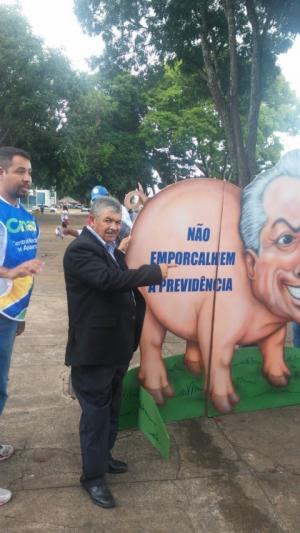 O presidente do SINTAPI Brasília-DF, Raimundo de Oliveira, no protesto contra reforma da Previdência