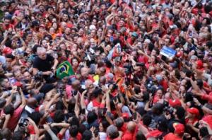 A esperança está de volta com Lula Livre, dizem trabalhadores